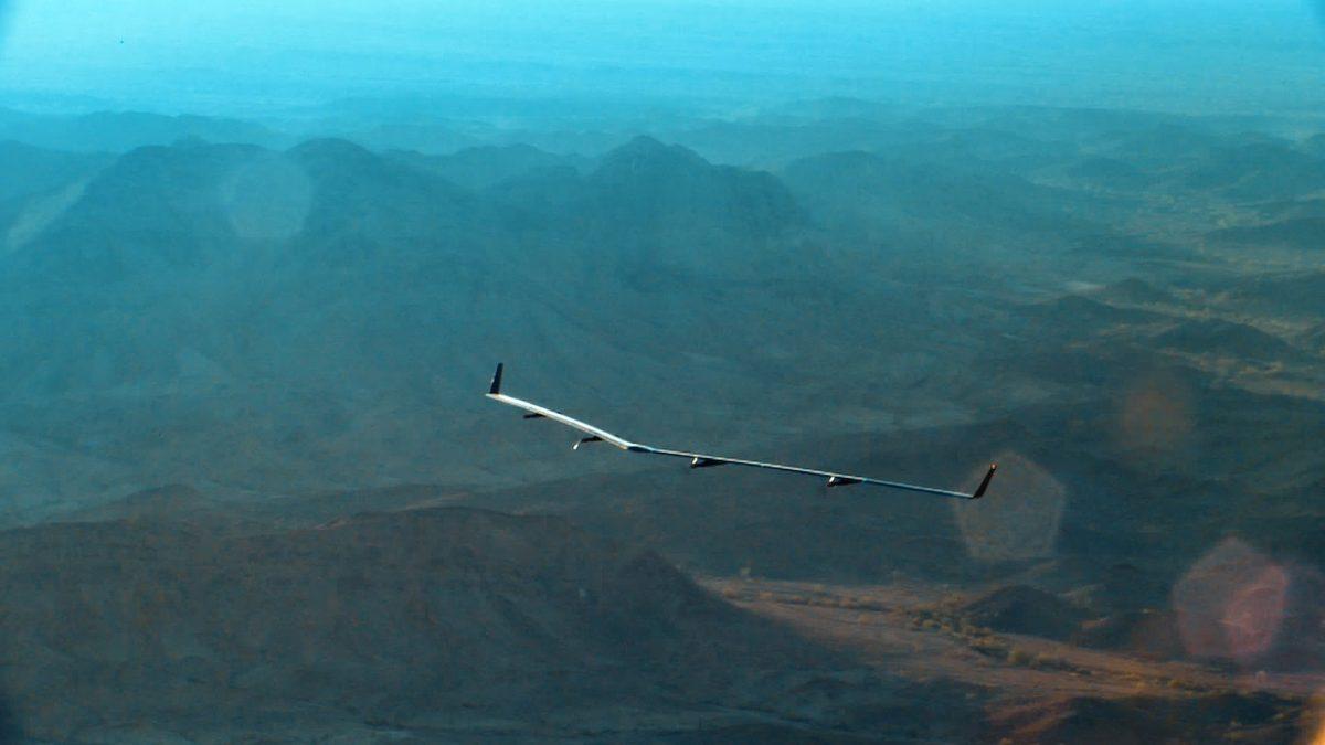 Facebook太陽光で飛びつづけるインターネットドローンAquilaの初飛行