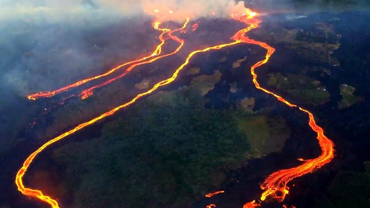ど迫力!ドローンによるハワイの溶岩流を捉えた映像が衝撃的!